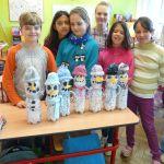 Vyrobili jsme sněhuláky z PET lahví